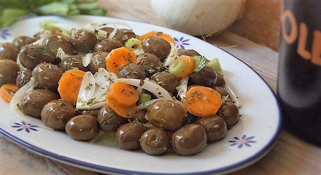 insalata di olive verdi