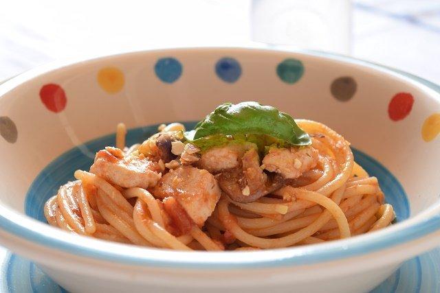 Spaghetti con pesce spada e melanzane
