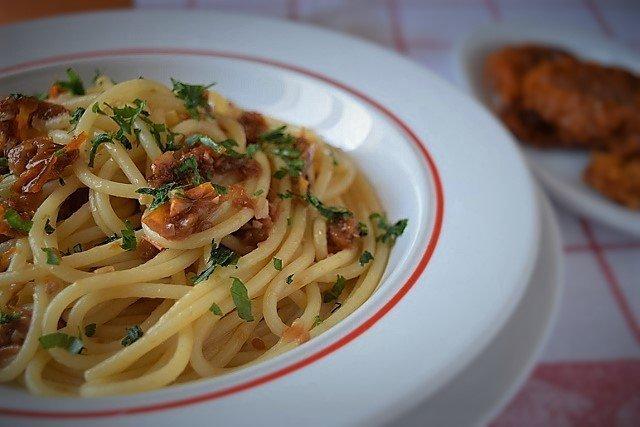 spaghetti con pomodori secchi ricetta