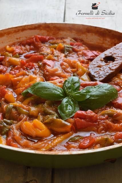 Peperonata classica siciliana: la ricetta