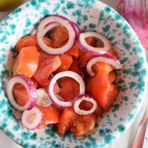 insalata di pomodori e cipolle