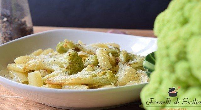 Pasta con broccoli fritti