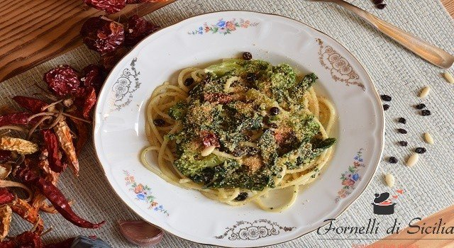 Pasta con broccoletti e mollica