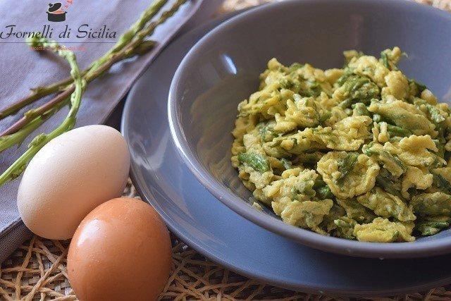 Uova strapazzate con asparagi selvatici