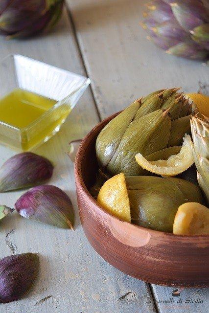 Carciofi bolliti, cottura dell'antica ricetta siciliana
