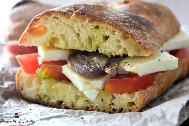 Pane cunzatu, l'originale ricetta siciliana