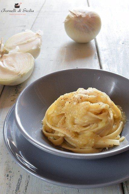 Ricetta Fettuccine con crema di cipolla