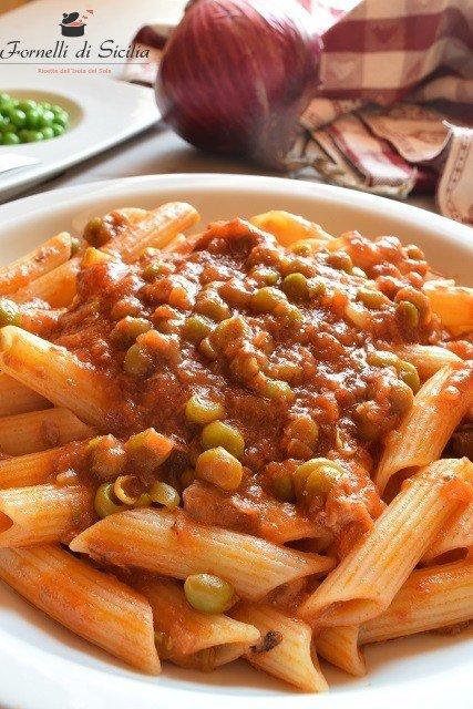 Pasta col ragù alla siciliana