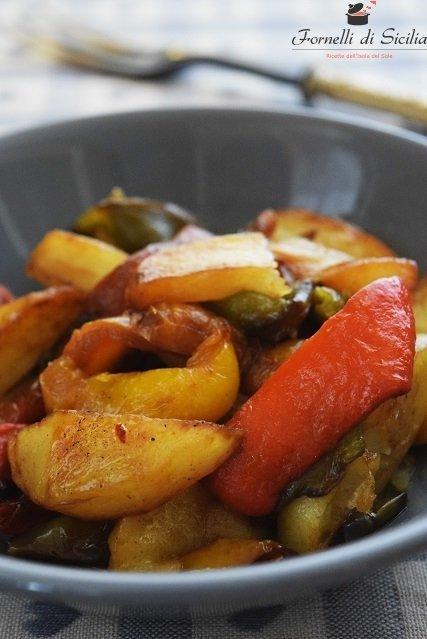 Peperoni fritti con patate