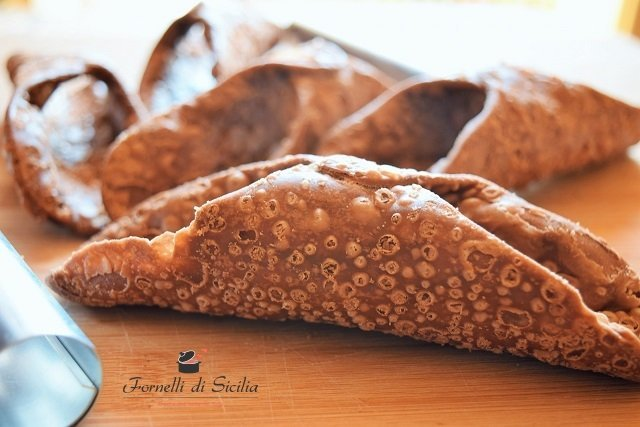 Scorze dei cannoli: come farli in casa