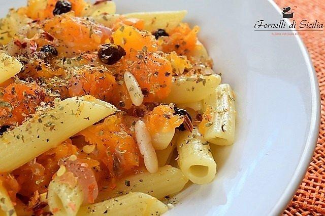 Pasta con zucca rossa alla siciliana