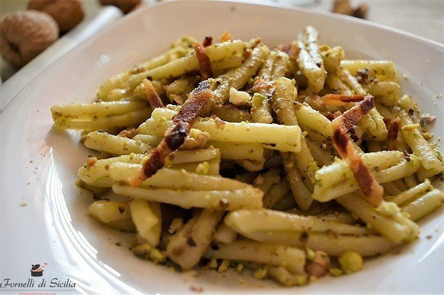 pasta pesto pistacchio e suino nero