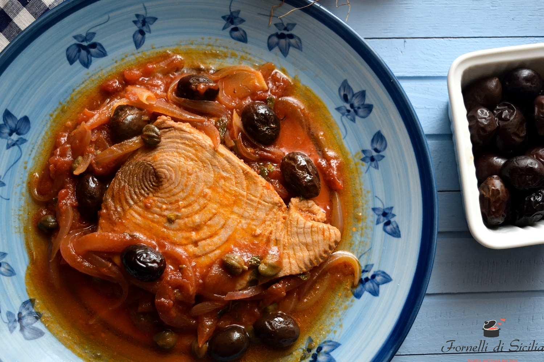 tonno con olive e capperi