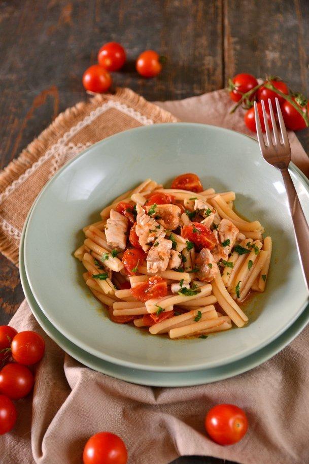 Pasta con sugo di ricciola-deliziosa ricetta siciliana