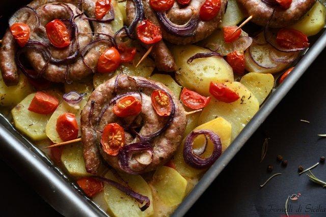 salsiccia alla siciliana cipolle e pomodorini