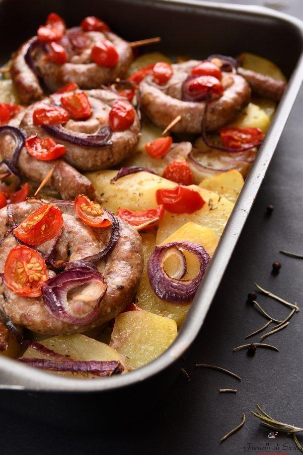 salsiicia al forno alla siciliana