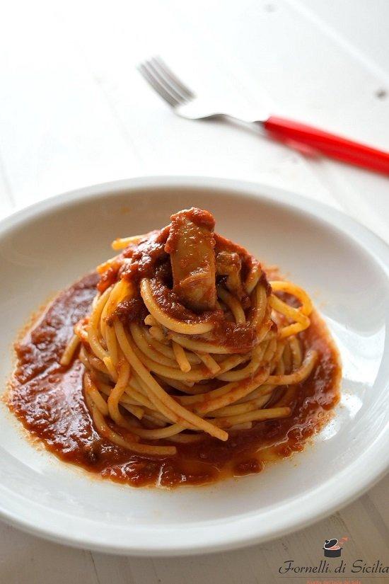 Spaghetti al ragù di seppia