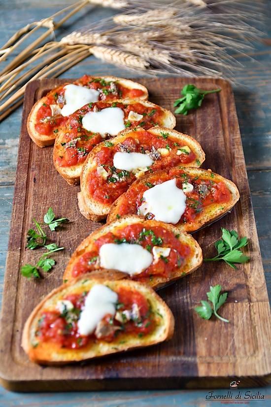 Pane pizza alla siciliana: come riciclare il pane raffermo