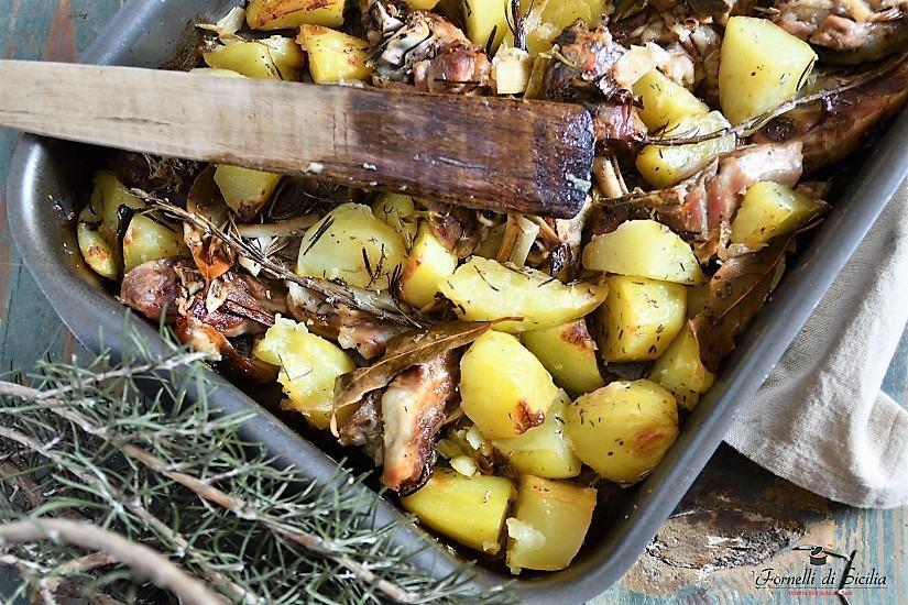 profumato capretto con patate e cipolle
