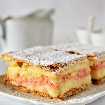 diplomatici dolci di pasta sfoglia e crema pasticcera