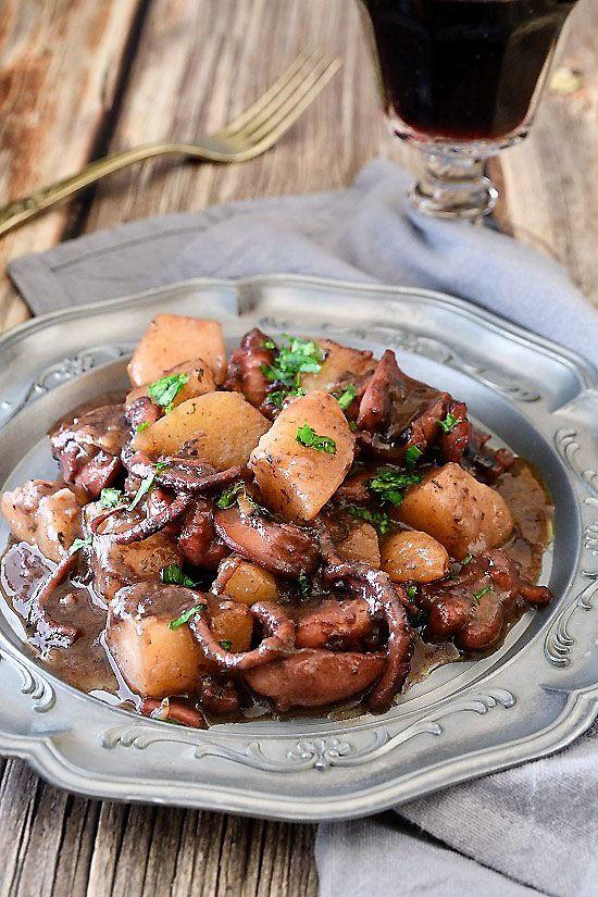 Polpo con patate in umido al vino rosso