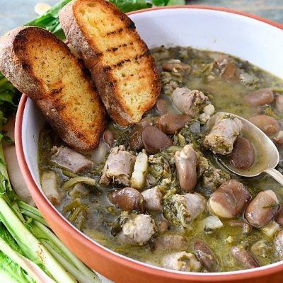 minestra di fave secche salsiccia e cicoria