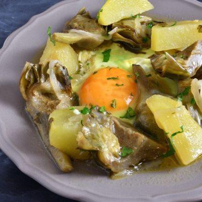 Spezzatino di carciofi e patate con uova