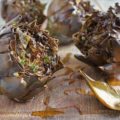carciofi arrostiti con aglio e prezzemolo