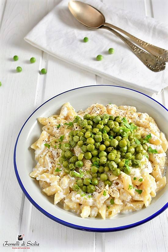 Pasta con ricotta e piselli: piatto cremoso e delicato