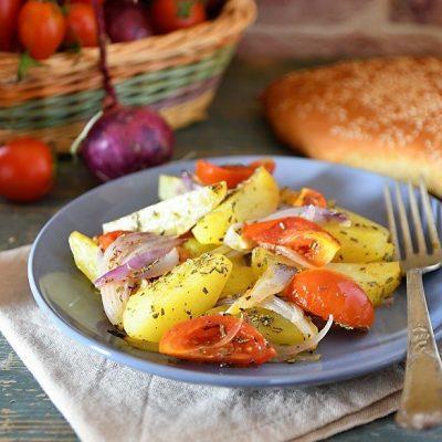 patate al forno con cipolle e pomodoro