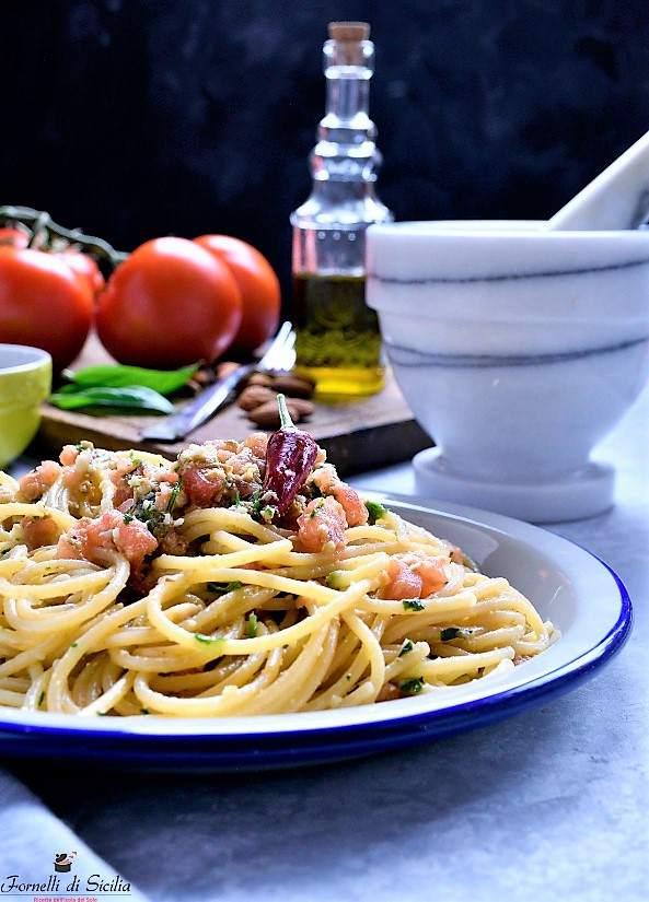 Pesto pantesco: ricetta tipica di Pantelleria